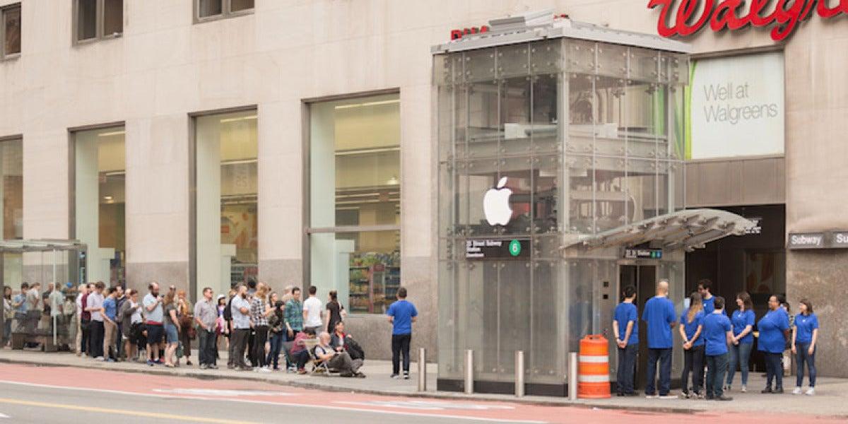 El ascensor del metro convertido en una Apple Store