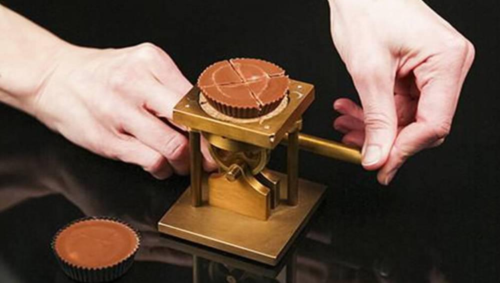 Un cortador de chocolate