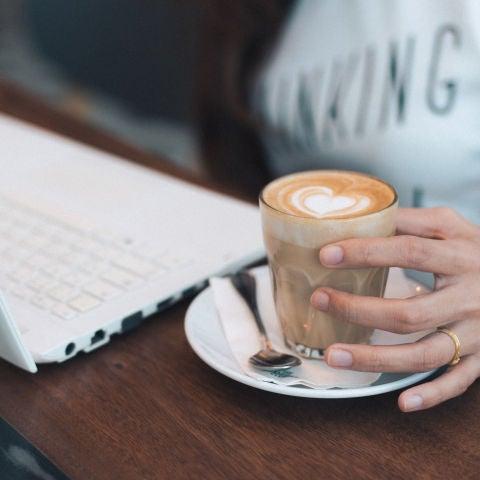 Ojo con el café, porque te puede estar haciendo engordar.