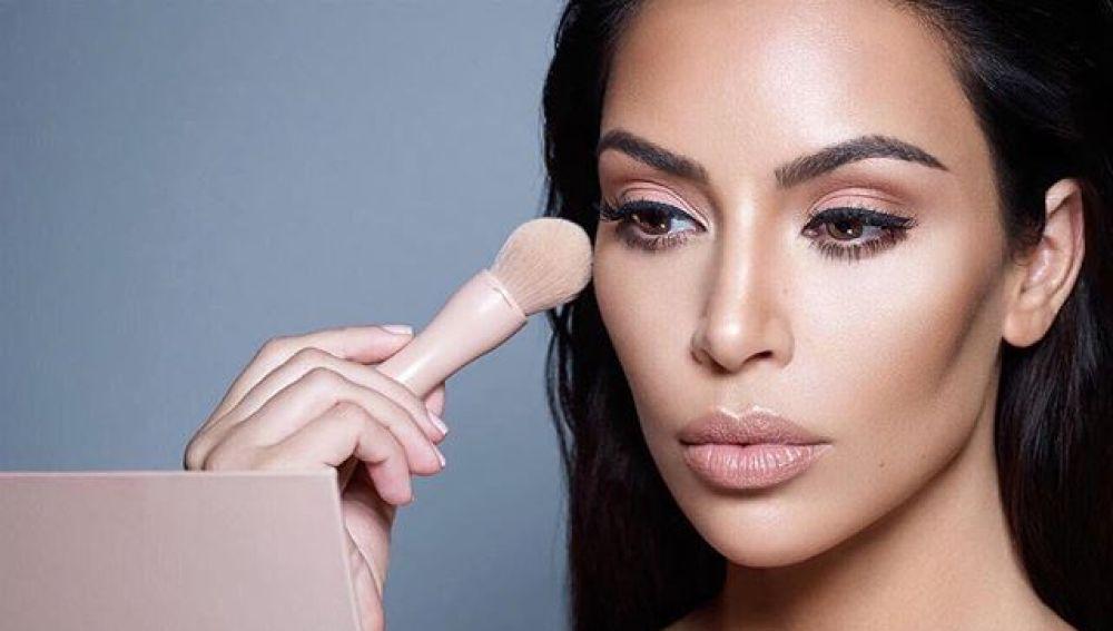 Kim Kardashian anuncia su nueva línea de maquillaje