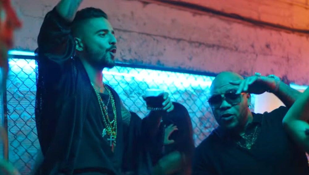 Maluma y Flo Rida en el vídeo de 'Hola'