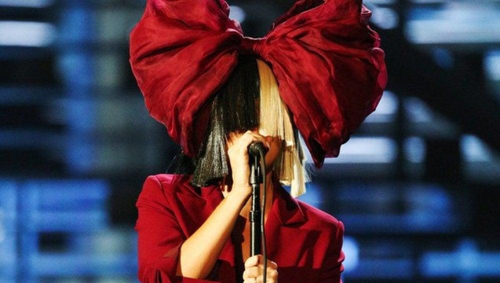 Sia con un look muy navideño