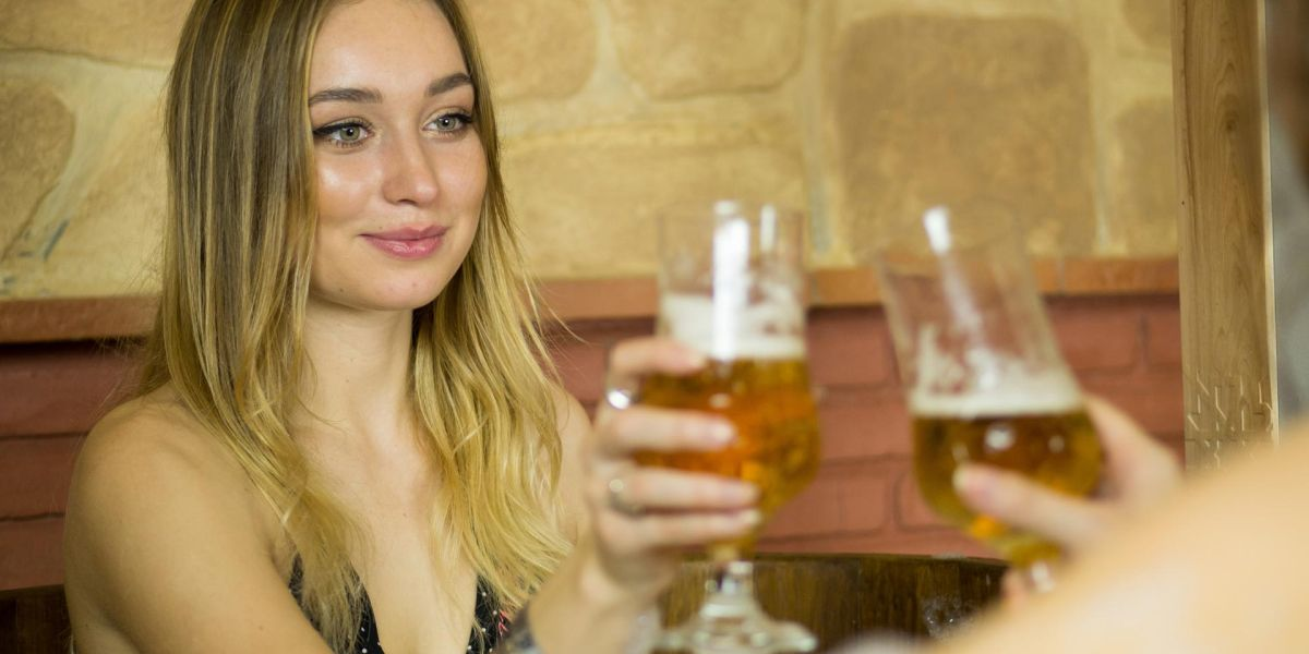 Beber cerveza en el spa