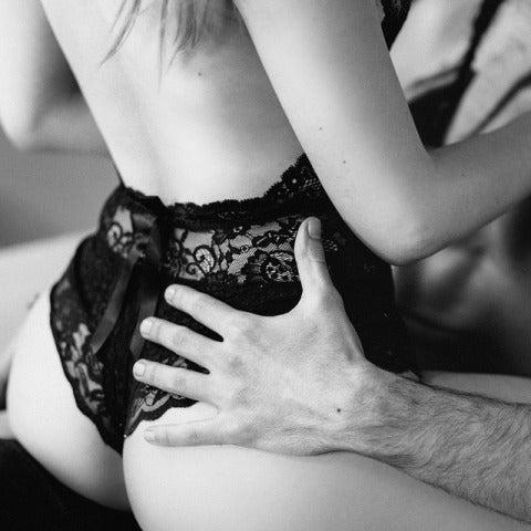 Una pareja mantiene sexo