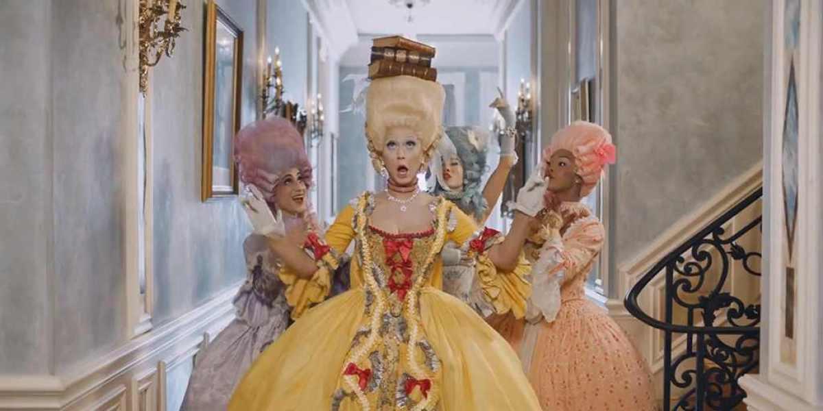 """Katy Perry se convierte en una Maria Antonieta moderna en """"Hey Hey Hey"""""""
