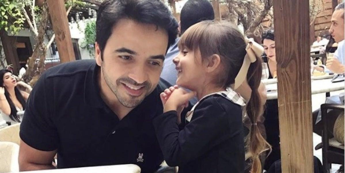 Luis Fonsi junto a su hija Mikaela