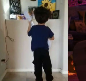 El precioso homenaje de un niño a su hermana fallecida cantando una canción de 'Coco'