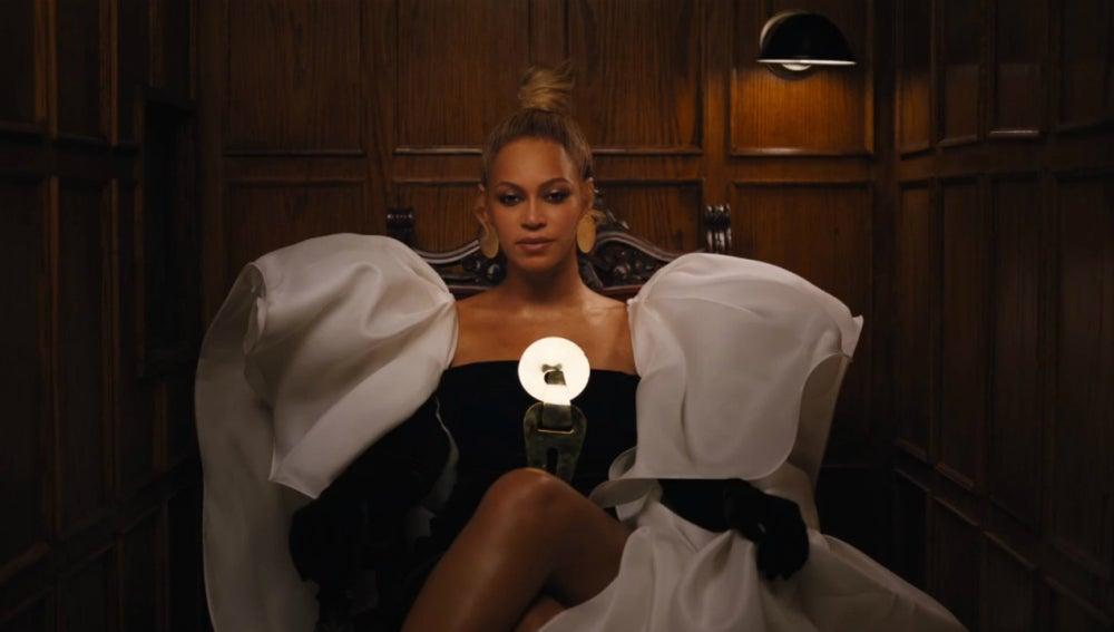 Beyoncé en el vídeo de 'Family Feud' de Jay Z