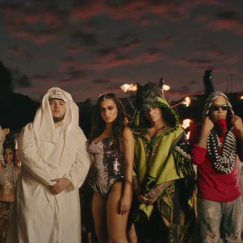J Balvin, Annita y Jeon en el videoclip de 'Machika'