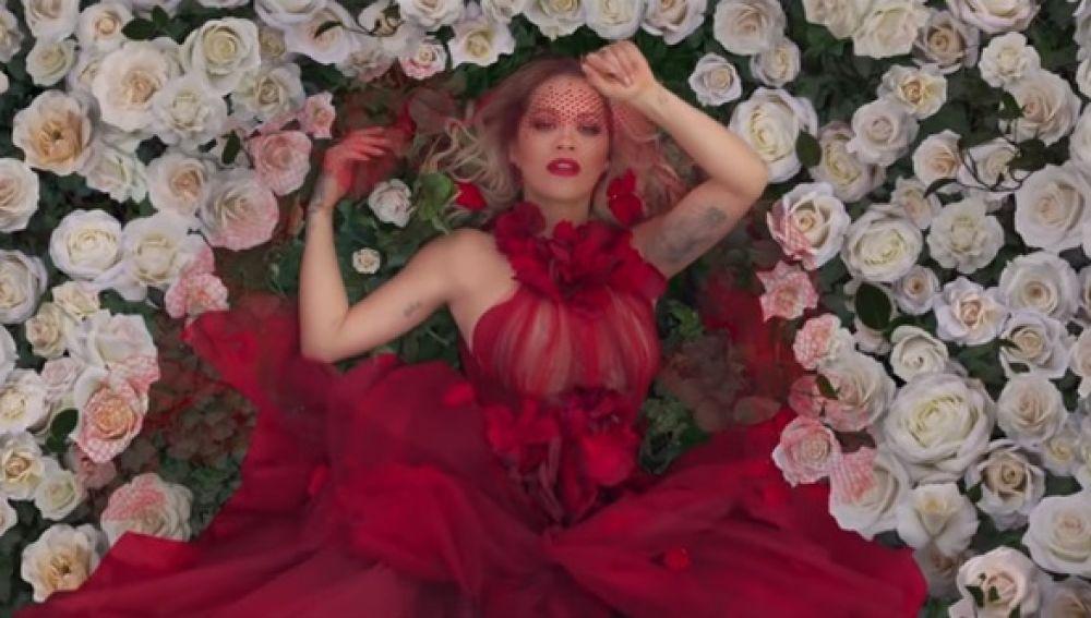 Rita Ora en el videoclip de 'For You'