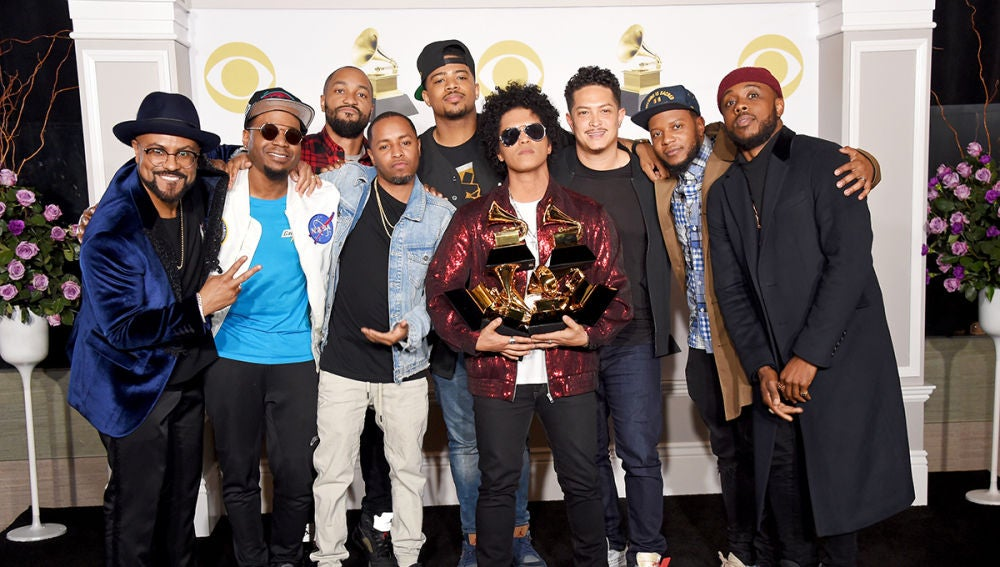 Bruno Mars gana seis Grammy