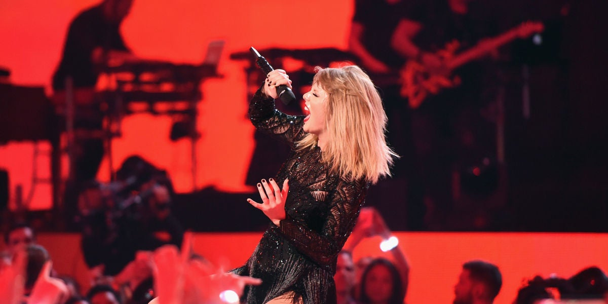 Taylor Swift durante un concierto en Houston