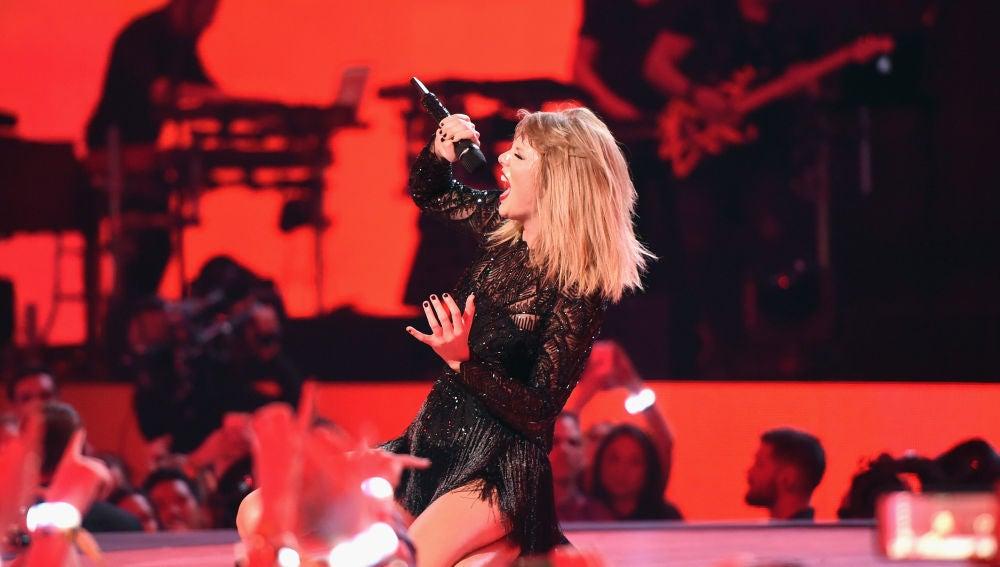 Taylor Swift durante un concierto en Houston