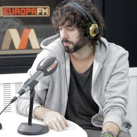 Mikel Izal en la entrevista para Levántate y Cárdenas