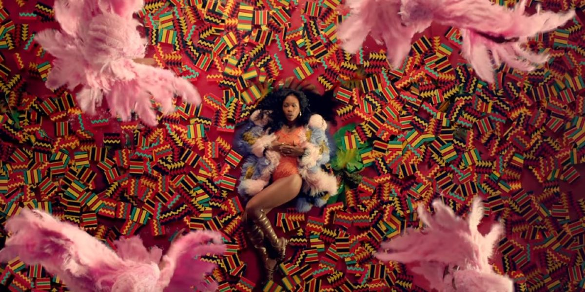 SZA en el videoclip de 'All the Stars'
