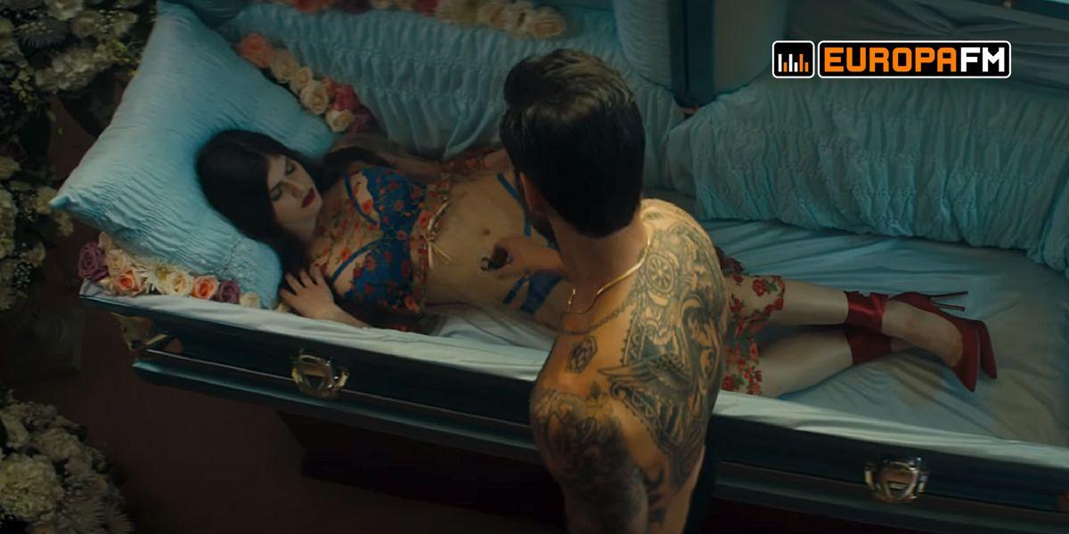 """Adam Levine y Alexandra Daddario juntos en el video de """"Wait"""""""