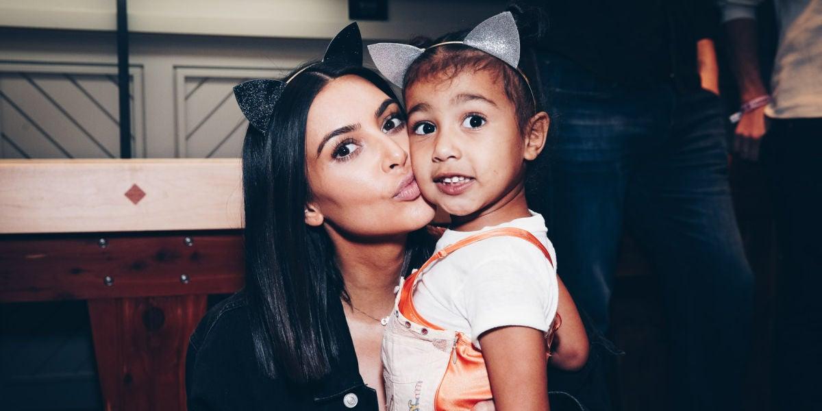 Kim kardashian con su hija North West