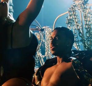 Romeo Santos en una escena del videoclip 'Sobredosis'