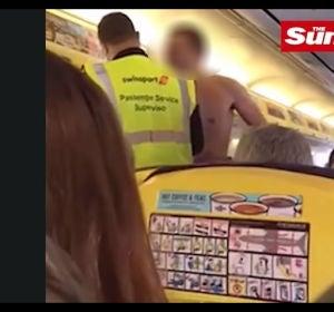 El hombre tuvo que ser expulsado del avión