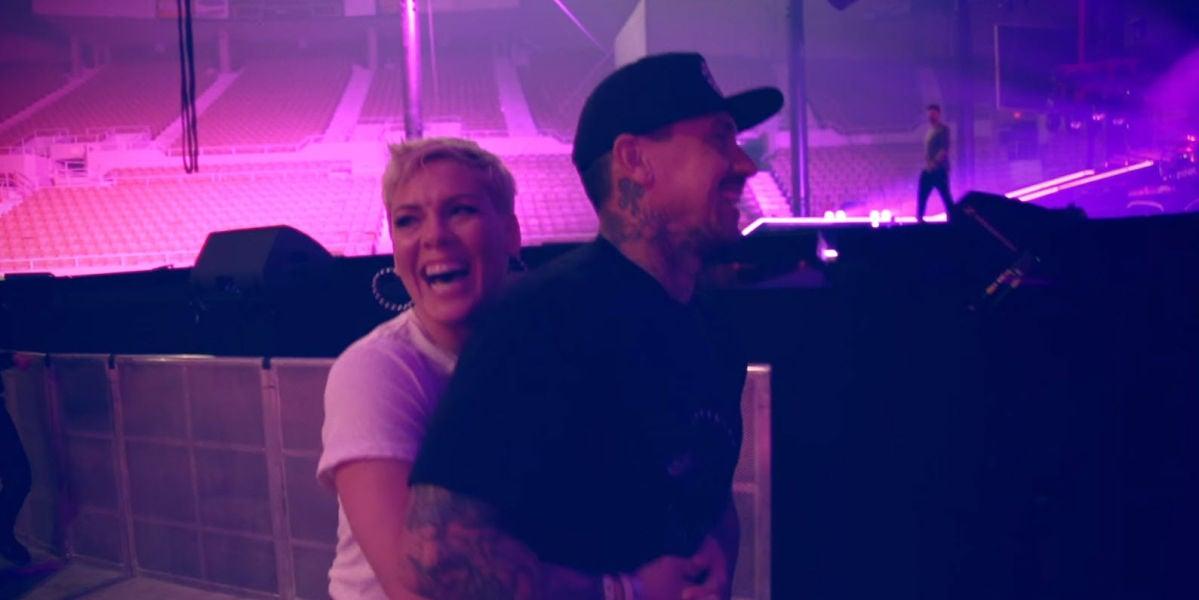 Una de las imágenes del vídeo de 'Whatever You Want' de Pink