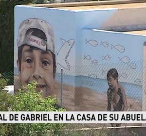 El emotivo mural que homenajea al pequeño Gabriel en una pared de la casa de la abuela en Las Hortichuelas