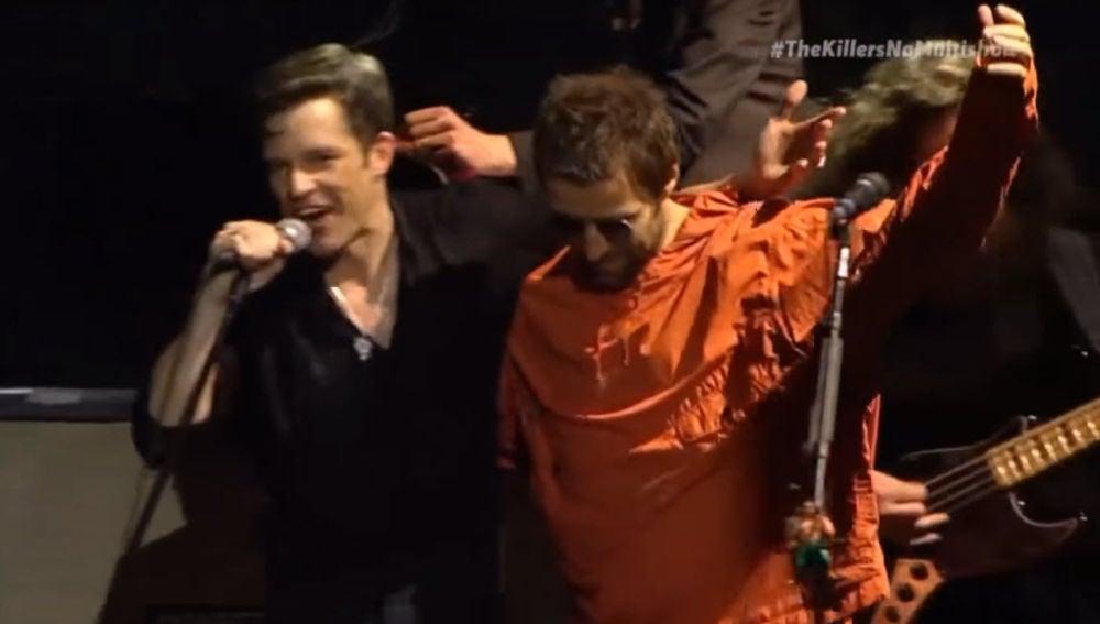 Brandon Flowers y Liam Gallagher en un concierto de The Killers