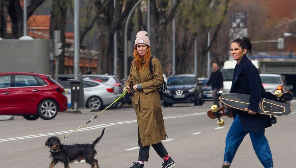 Blanca Suárez con su perro Pistacho y su amiga Natalia