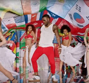 Jason Derulo en el videoclip de 'Colors'