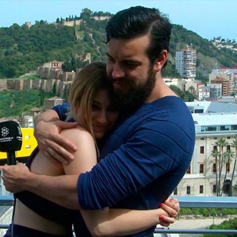 Mario Casas y Blanca Suárez se abrazan