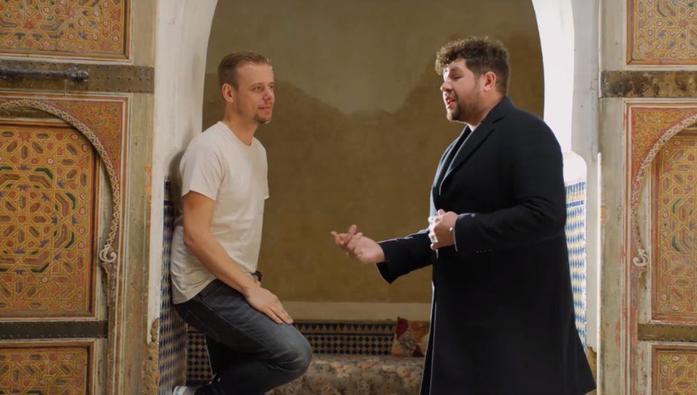 Armin Van Buuren y James Newman en el vídeo de 'Therapy'