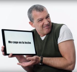 Antonio Banderas explicando el significado de 'Me cago en la leche'