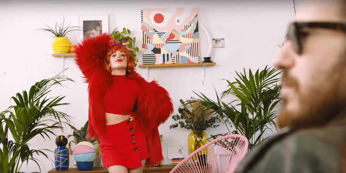Dulceida en el videoclip de 'Te Quiero Un Poco' de Carlos Sadness