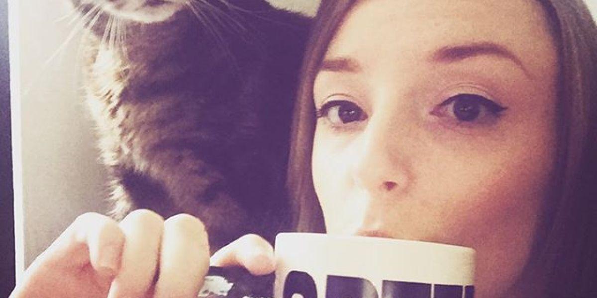 Chloe Forsberg y su gato Woof