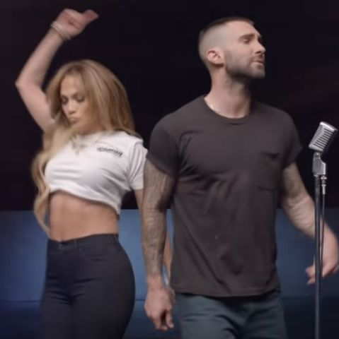 J.LO y Adam Levine en el videoclip de 'Girls Like You'