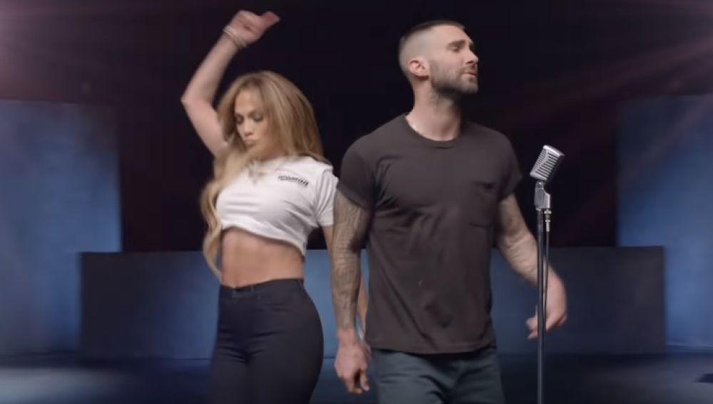 J.LO y Adam Levine en el videoclip de 'Girls Like You'