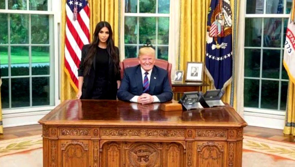 Kim Kardashian visita a Trump en la Casa Blanca para pedir el indulto de una mujer