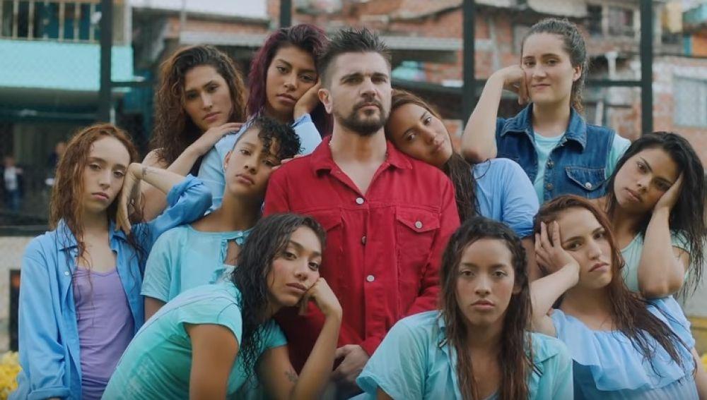 Juanes en el videoclip de 'Pa Dentro'
