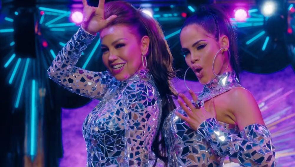 Thalía y Natti Natasha en el vídeo de 'No me acuerdo'