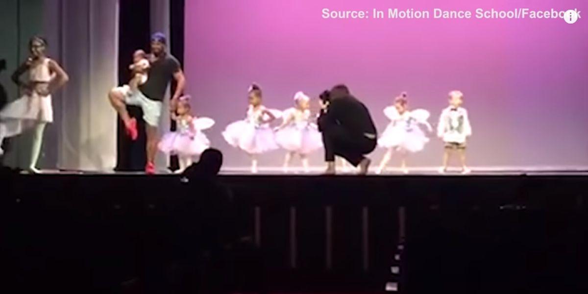 Un padre baila con su hija