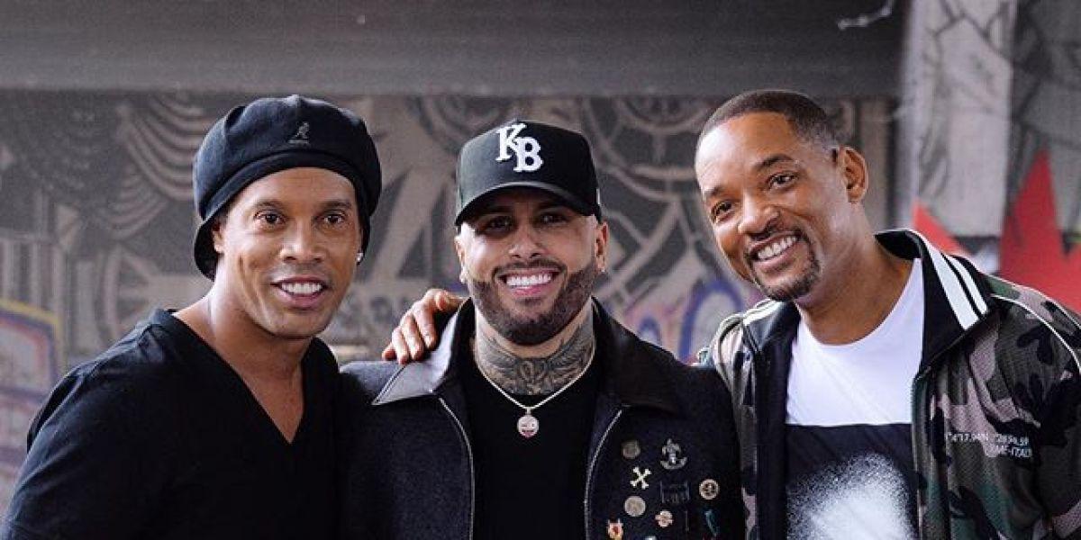 Ronaldinho con Nicky Jam y Will Smith en la grabación del vídeo de 'Live It Up'