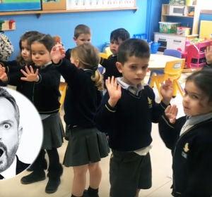 Miguel Bosé responde a los 'pitufos' del colegio Lar