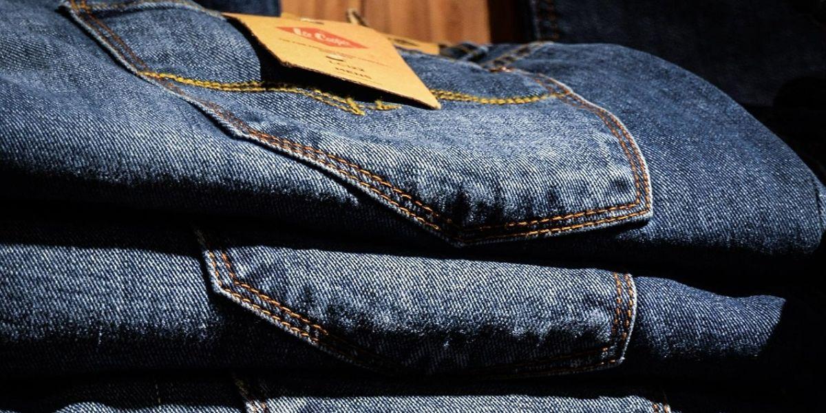 Pantalones vaqueros almacenados