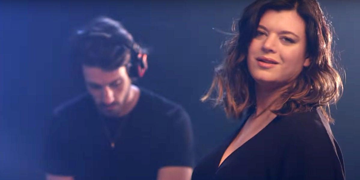Gavin Moss y Cecilia Krull en el videoclip de 'My Life Is Going On'