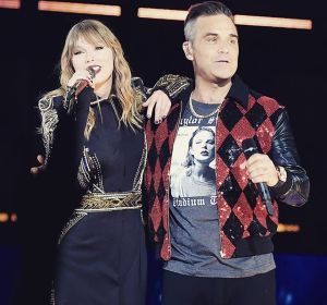 Taylor Swift y Robbie Williams cantan juntos 'Angels'