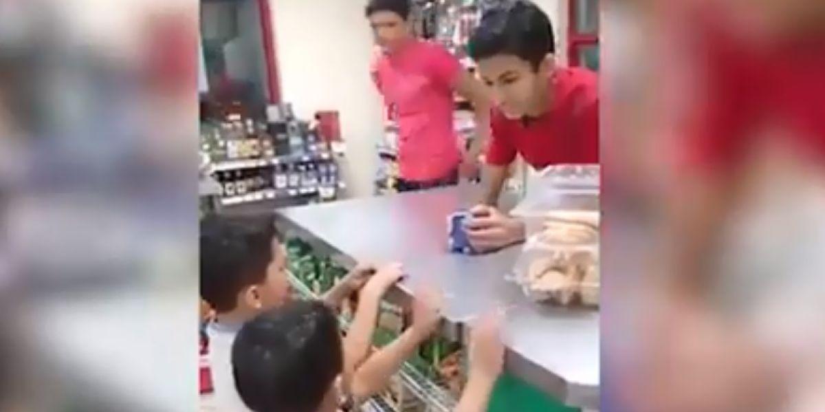 El ejemplar castigo de una madre a sus hijos por robar unos chicles que se ha vuelto viral