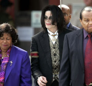 Michael Jackson junto a sus padres