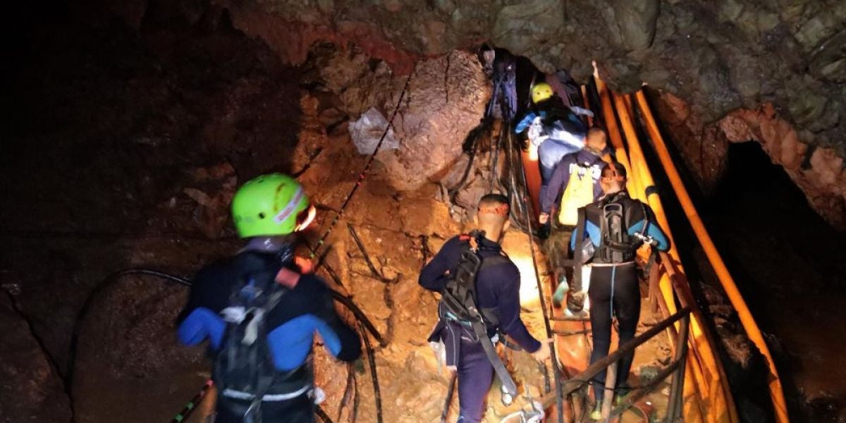 Antena 3 Noticias Fin de Semana (08-07-18) Rescatan a seis de los niños atrapados en la cueva de Tailandia
