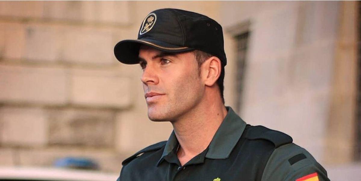Otra vez la Guardia Civil tira de un atractivo agente en Twitter