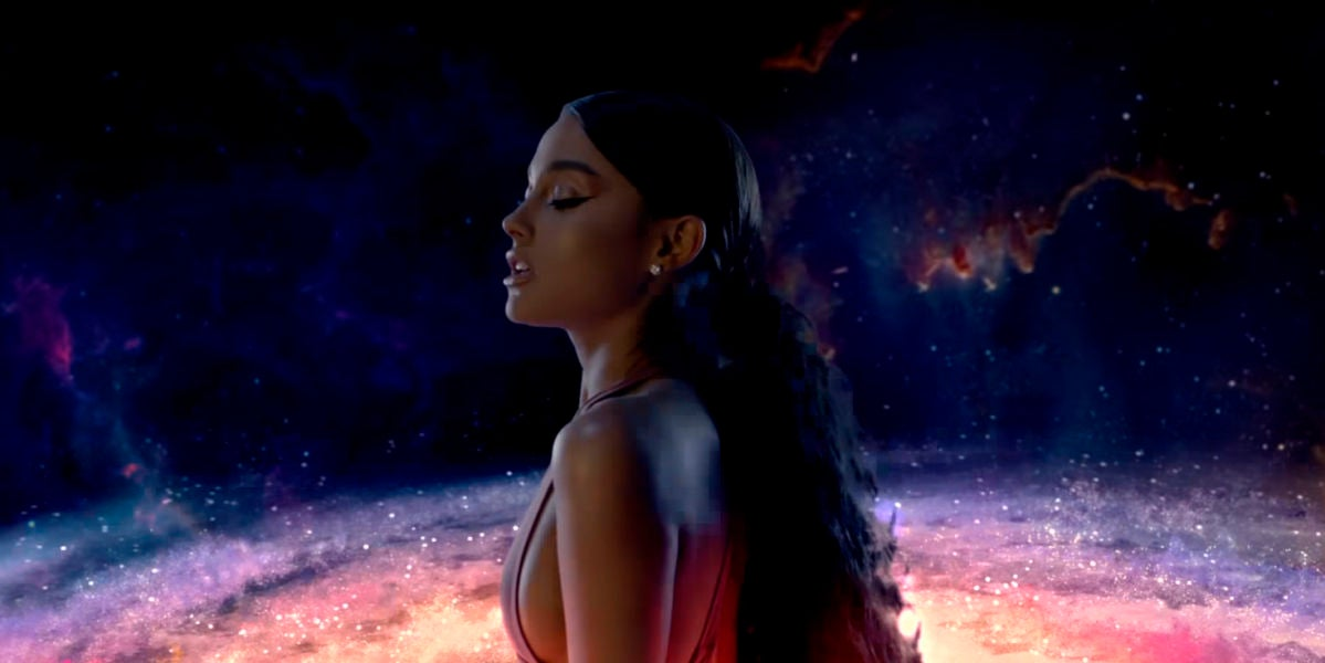 Ariana Grande en el videoclip de 'God is a Woman'