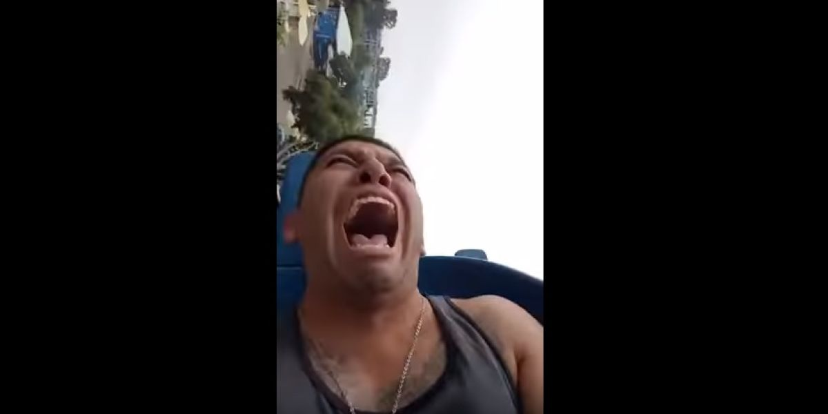 Un chico se desmaya una y otra vez en un viaje en montaña rusa